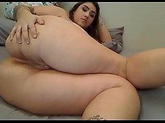 Chubby slut showed off great ass on cam