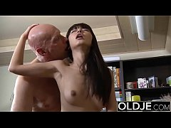 Asian Young Babe Fucked by bald old man she suc...