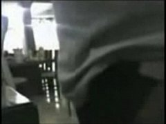 Follando a la sirvienta mientras plancha