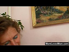 Unshaven amateur-mom gets toyed by perverse blo...