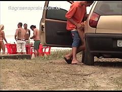 Casal estaciona carro na praia e fode sem se pr...