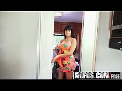 Mofos - Project RV - Curvy Goddess Has a Fine A...