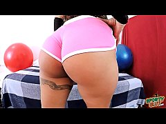 BIG BOOTY Babe Working Out In Small Shorts expo...