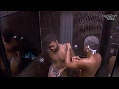 Big Brother Brasil - BBB - Homens Pelados toman...