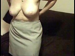 Sexy mujer ejecutiva con Blazer se desnuda en e...