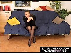 Brunetta matura con tette grosse se la fa sfondare