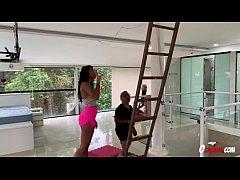 Precisou subir na escada para... * Lorena Vasco...