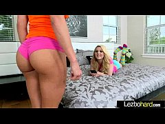(Chloe Lynn & Rahyndee) Lez Girls Kissing And L...