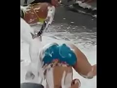 Dominicanas sacando  leche