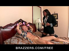 Big-tit brunette MILF comes home to find colleg...