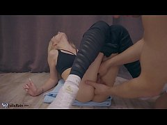 Trainer Masturbate Pussy Fitness Babe - Orgasm ...