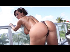 CULIONEROS  - Big Tits PAWG Lisa Ann Letting Bi...