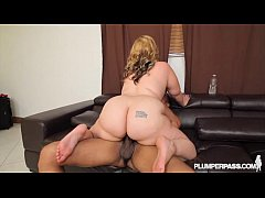 Slutty Curvy MILF Tiffany Blake Picked up and F...