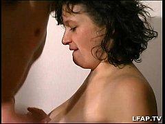 Libertine francaise avec de gros seins se fait ...