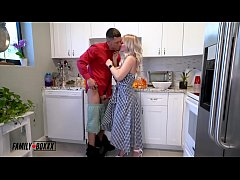 Big Tittie Russian Aunt Casca and Aria Banks Fa...