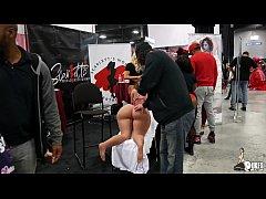 Thick Big Booty Latina Scarlett twerks on her c...