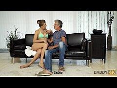 DADDY4K. Sexe avec son père après la piscine