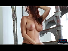 Huge boobs Playboy MILF model Rae strips and sh...