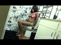 Amber Cream Farting on the Toilet