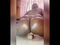 Maami Igbagbo toying her sexy pussy