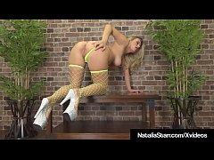 Hot Babe Natalia Starr Masturbates In Neon Biki...