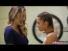 (Ryan Ryans, Uma Jolie) - Mom makes stepdaughte...