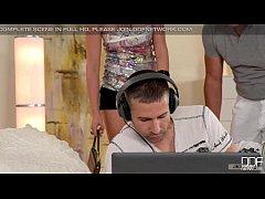 DDFNetwork - Vicktoria Redd Offers 3some Douple...