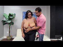 Huge Booty Plump BBW Diana Nicole Plays at Beac...