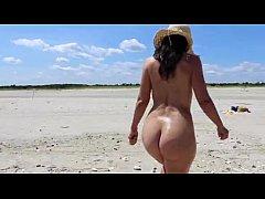 Hot Mom MILF At The Beach - XVIDEOS.COM
