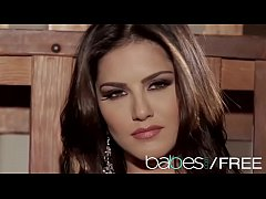 (Sunny Leone) - Sunny Unchained - BABES