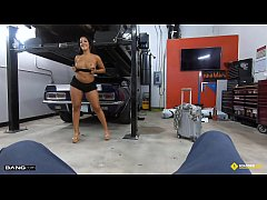 Roadside - Thick Latina Stripper Fucks The Mech...