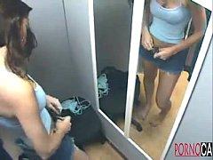 Gatinha trocando a roupa  www.pornocaseiras.com