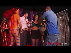 3-Way Porn - Reporter Try Sex In SexClub On Camera