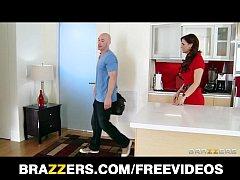 Syren De Mer calls in a plumber to fix her sink...