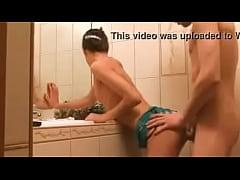 Comendo a prima no banheiro xvideosbuceta.com