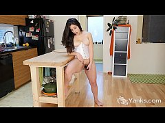 Yanks Catalina Rene's Hot Vibrating Action