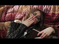 Hot investigator read a diary - Sara Luvv, Rile...