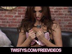 Curvy bombshell Sabrina Maree rubs her tight pu...