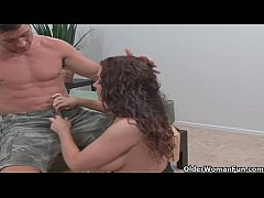 Soccer milf Victoria Valentino gets picked up f...