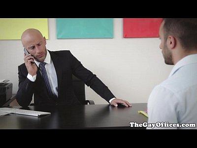 porno venezolano con Muscular gaysex boss fucking his employee