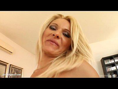 Vinnie hot milf being fucked on mature milf gonzo porn site Milf Thing