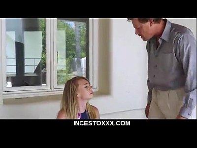 placer sexual en Padre Castiga a su hija por fumar marihuana