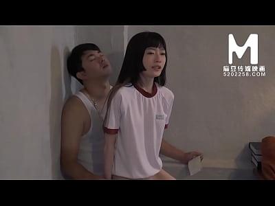 【国产】麻豆传媒作品/MD-0089女高中生肉偿 003/免...