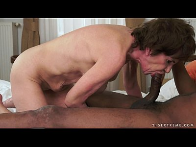 encuentros intimos con Old BBC filled hungry granny pussy