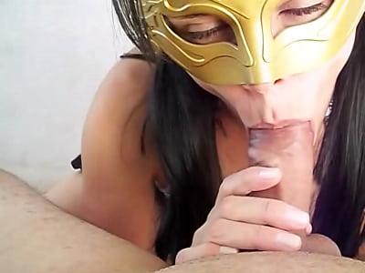Raquel Exibida fazendo o melhor boquete da net e levando gozada na boca - www.raquelexibida.net