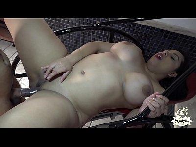 A peituda da bunda grande não aguentou o pau grande - Gabriela Ramos - Big Bambu