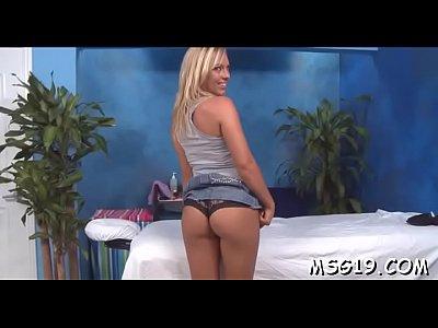 sexo casero con Cute masseuse shows off body