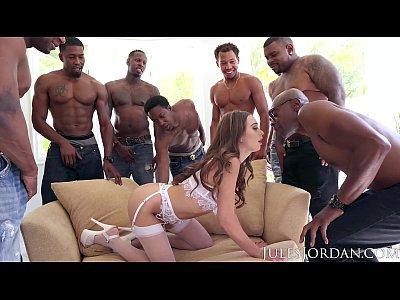 maduras follando con Jules Jordan - Riley Reid Interracial Gangbang