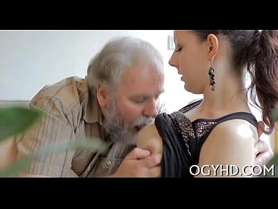 videos caseros de Young babe licked by an old guy-240p