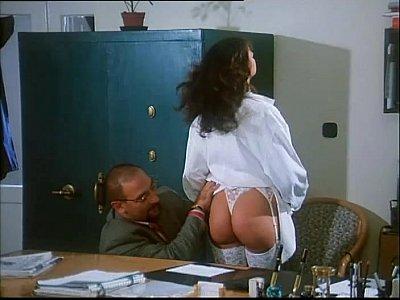 Sarah Young in Le porcone volanti 2 (Mario Bianchi)